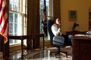 800px-Barack_Obama_thinking,_first_day_in_the_Oval_Office